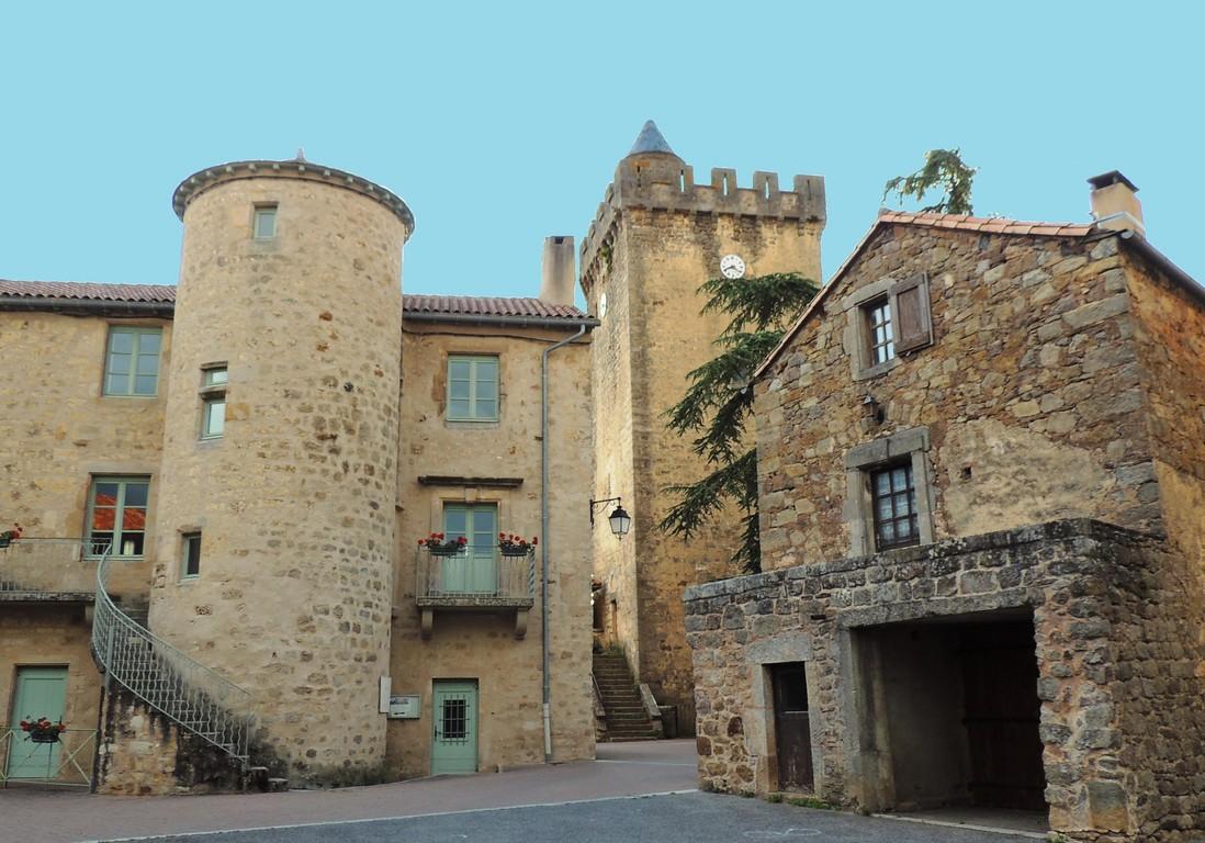 Tour et centre village